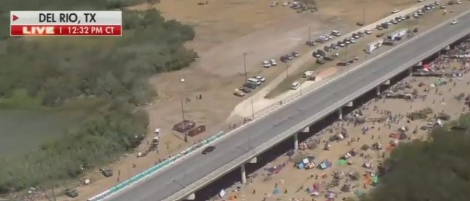 Fox's Bill Melugin covers the border crisis in Del Rio, Texas [Fox News Screenshot]