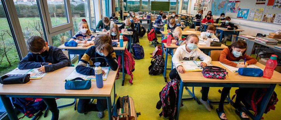LICHTERVELDE PRIMARY SCHOOL MASK FOR PUPILS