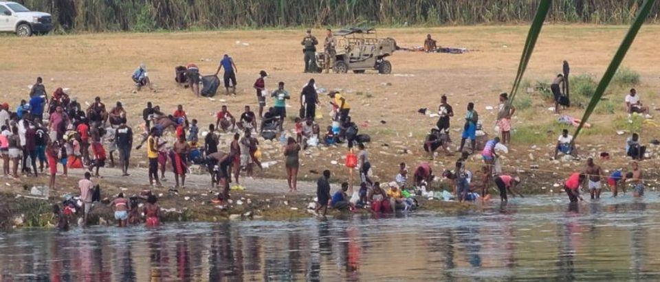 Haitian migrants in Ciudad Acuna [Twitter Screenshot Jorge Ventura]