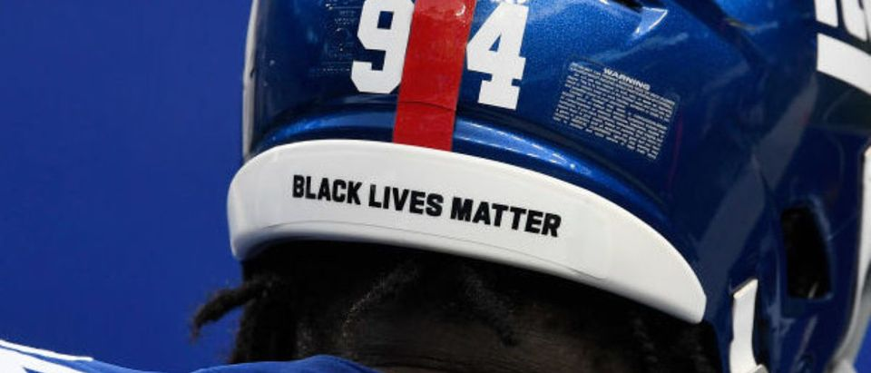 """EAST RUTHERFORD, NEW JERSEY - SEPTEMBER 14: The helmet worn by Dalvin Tomlinson #94 of the New York Giants reads """"Black Lives Matter"""" during warmups before the game against the Pittsburgh Steelers at MetLife Stadium on September 14, 2020 in East Rutherford, New Jersey. (Photo by Sarah Stier/Getty Images)"""