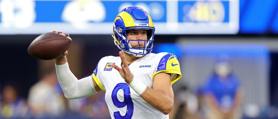 INGLEWOOD, CALIFORNIA - SEPTEMBER 12: Matthew Stafford #9 of the Los Angeles Rams looks to pass during the first half against the Chicago Bears at SoFi Stadium on September 12, 2021 in Inglewood, California. (Photo by Ronald Martinez/Getty Images)