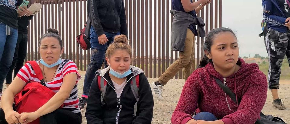 Migrants Await Border Patrol in Yuma,Arizona